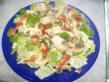 Salat mit warmen Schwammerl und Putenbrust - Rezept