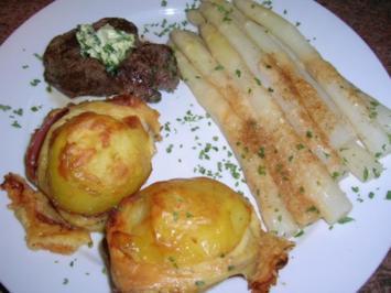 Spargel Milano neben Herrenkartoffeln und kleinem Filetsteak - Rezept