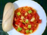 Wurstgulasch mit Sauerkraut und Gurke - Rezept