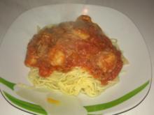 Garnelen mit Thunfisch in Weißwein-Tomatensauce auf Spaghetti - Rezept