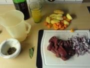 Hirschgulasch mit Apfel-Rotkraut - Rezept