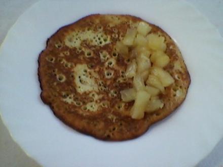 """Hefe – Eierkuchen """"Süß"""" gefüllt mit Karamellisierter Ananas - Rezept"""