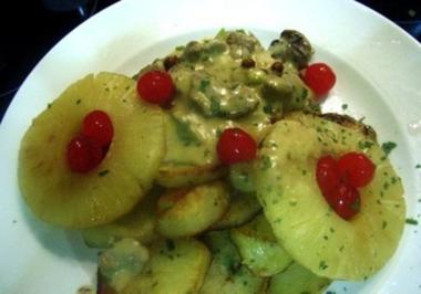 Hawaiianisches Geschnetzeltes an Bratkartoffeln - Rezept