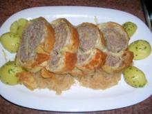 Hack-Blätterteigrolle auf Sauerkraut (peiswert, schnell und lecker) - Rezept