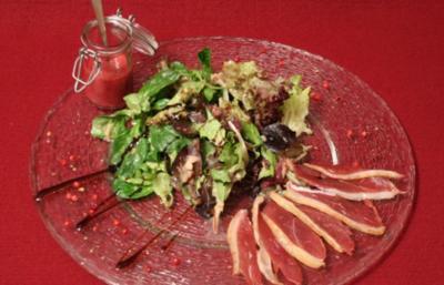 Winterliche Blattsalate mit geräucherter Entenbrust - Rezept