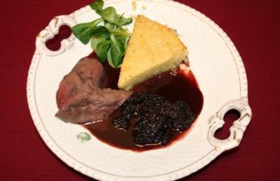 Rehmedaillon in Morchel-Portweinsoße, dazu Kartoffeltorte - Rezept
