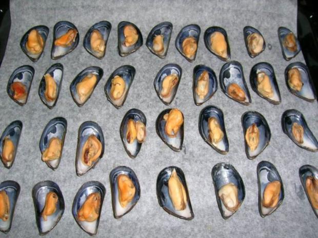 Miesmuscheln, gratiniert mit Salsa picante und Käse - Rezept - Bild Nr. 5