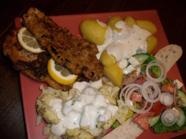 Schweineschnitzel mit Blumenkohl, Salzkartoffeln und einem herzhaften Tomatensalat - Rezept - Bild Nr. 3