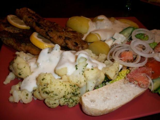 Schweineschnitzel mit Blumenkohl, Salzkartoffeln und einem herzhaften Tomatensalat - Rezept - Bild Nr. 5