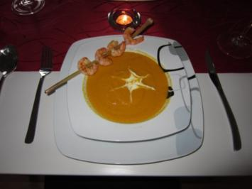 Karotten-Kokos-Cremesuppe mit Garnelen an Zitronengras - Rezept