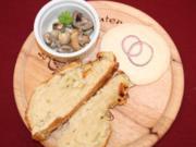 Spundekäs, Champignonsalat und selbstgemachtes Zwiebelbrot - Rezept