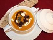 Kürbissuppe mit Maronen, dazu Lavendel-Honig-Brot - Rezept