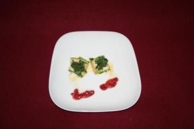 Zucchiniröllchen mit Büffelmozzarella und Parmaschinken in Parmesankräuterkruste - Rezept