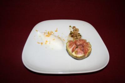 Gebackene Feigen mit Pistazien-Walnuss-Sirup an Weißweinschaum - Rezept