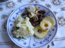 Hähnchenleber mit Apfel-und Zwiebelringen und Kartoffelbrei - Rezept