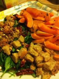 Rezept: Gegrillter Butternut Kürbis mit Spinatsalat und gerösteten Sonnenblumenkernen