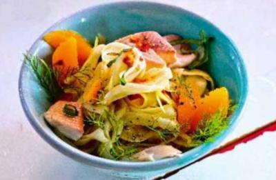 Fenchel-Orangen-Salat mit geräucherter Forelle - Rezept