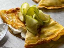 Crêpes mit Ziegenfrischkäse und frischem Apfelkompott - Rezept