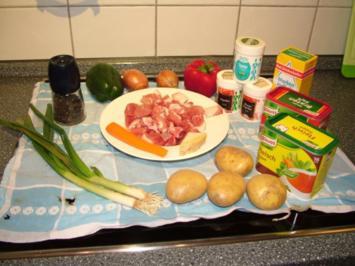 Paprika Gulasch mit Kartoffeln - Rezept
