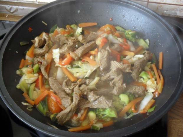 Rindfleisch scharf - aus dem Wok mit Gemüse - Rezept - Bild Nr. 8