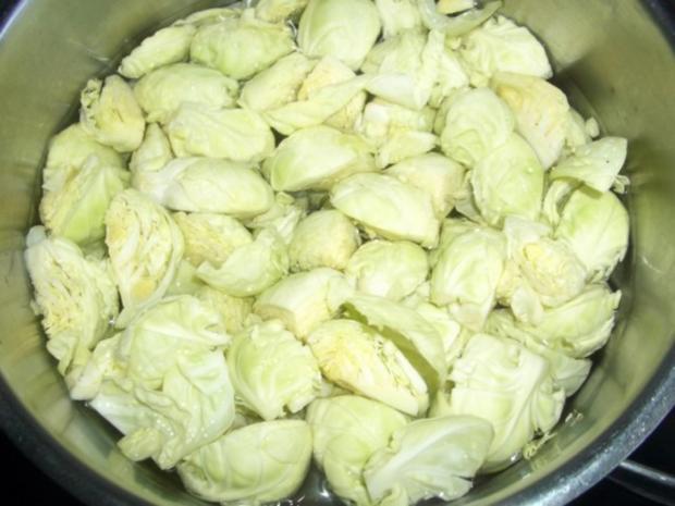 Schweine Rollbraten mit Rosenkohl und Kartoffelpürre - Rezept - Bild Nr. 2