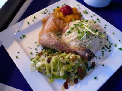 Perlhuhnkeule an Zitronen-Spitzkohl mit Rosinen an Zwiebel-Aprikosen Chutney Schlottenreis - Rezept