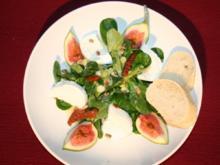 Büffelmozzarella und Feige auf Feldsalat - Rezept