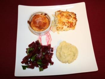 Käse-Soufflé mit Rote-Bete-Salat, Kartoffelstampf und Blumenkohl-Fenchel-Gratin - Rezept