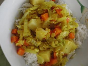 Vegetarisch : Chinakohl, Wintergemüse, Ananas mit köstlichen Currysud auf Kokos-Reis - Rezept