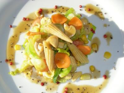 Rosenkohlsalat & viel Gemüse - Rezept