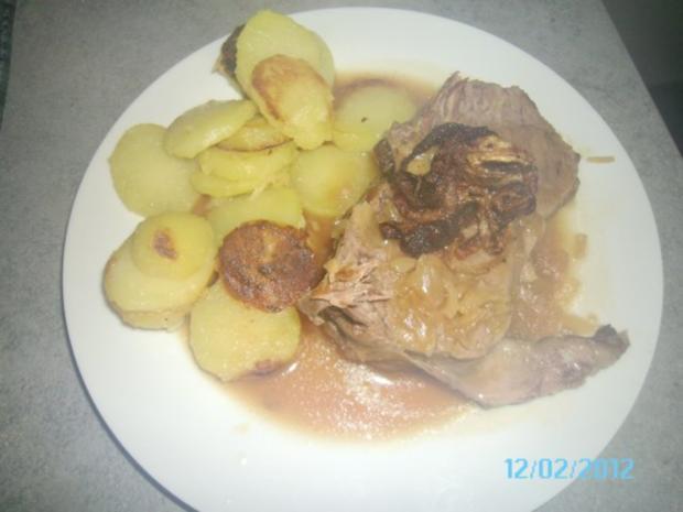 Zwiebelrostbraten mit Bratkartoffeln - Rezept
