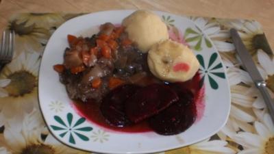 Geschmorte Ochsenbein - Roter Bete - Knödel - Rezept