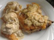 Koteletts mit Tomatenkompott und Pilzbechamel überbacken - Rezept