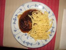 Fleischküchlen in Zwiebelsoße - Rezept