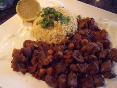 Marokkanisches Lamm mit Sauce und Couscous - Rezept