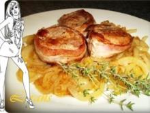 Schweinefilet im Baconmantel auf Zwiebelbett - Rezept