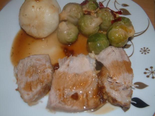 Schweinebraten im Bratschlauch mit Chili-Rosenkohl und Kartoffelknödel - Rezept