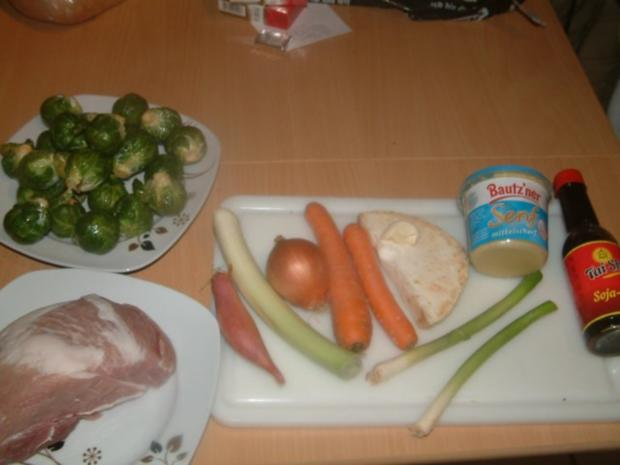 Schweinebraten im Bratschlauch mit Chili-Rosenkohl und Kartoffelknödel - Rezept - Bild Nr. 2