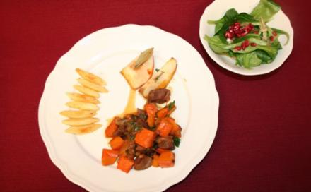 Rehragout mit Lorbeeräpfeln, handgeschupften Nudeln und Feldsalat - Rezept
