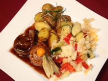 Kalbsfilet in Balsamico-Honig-Jus mit Gemüse aus dem Wok und Rosmarin-Drillingen - Rezept