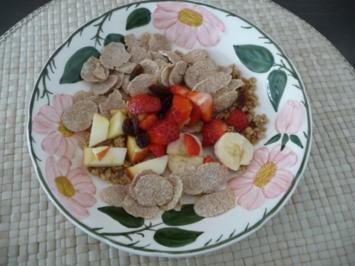 Süße Mahlzeiten : Müsli oder Cornflakes mit frischem Obst - Rezept