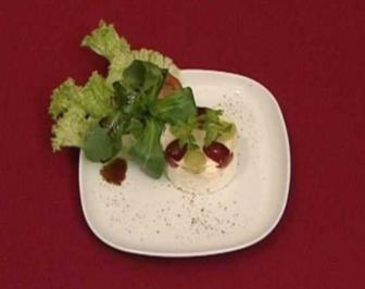 Törtchen vom Ziegenfrischkäse mit Traubengelee (Peer Kusmagk) - Rezept