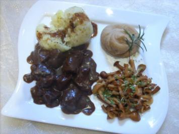 Hirschragout an Rotwein-Schokoladensauce und Maronenpüree - Rezept