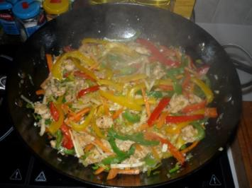 WOK Pfanne mit Hähnchen Filet - Rezept