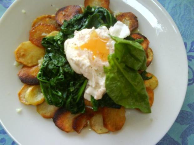 Bratkartoffeln mit Spinat und pochiertem Ei - Rezept