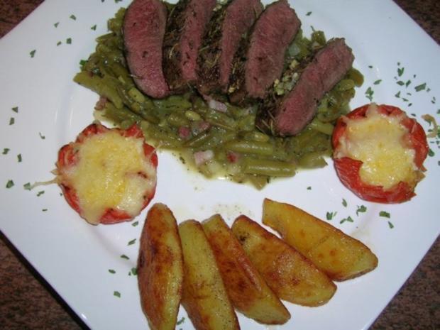 Kräuter-Lammlachse an knusprigen Würzkartoffeln und grünen Bohnen - Rezept - Bild Nr. 3
