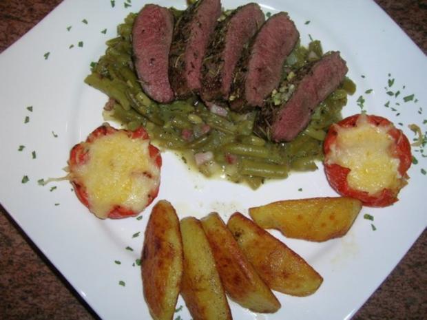 Kräuter-Lammlachse an knusprigen Würzkartoffeln und grünen Bohnen - Rezept - Bild Nr. 4