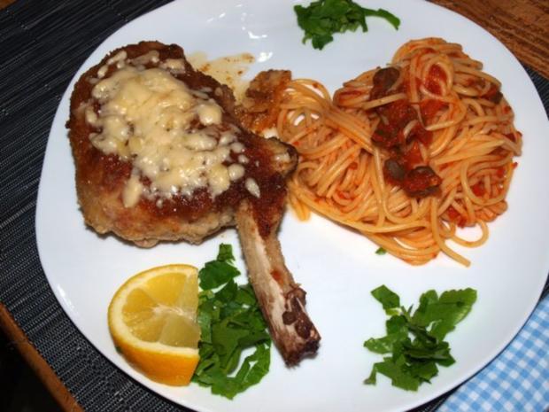 Panierte Kalbskoteletts mit Parmesankruste (Braciole alla parmigiana) - Rezept