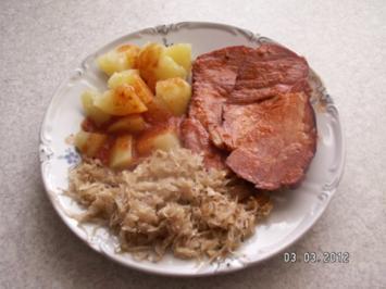 Kasseler-Kamm glasiert mit Tomatensoße und Sauerkraut - Rezept