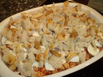 Pasta-Hähnchen-Auflauf mit Käse-Brot-Kruste - Rezept